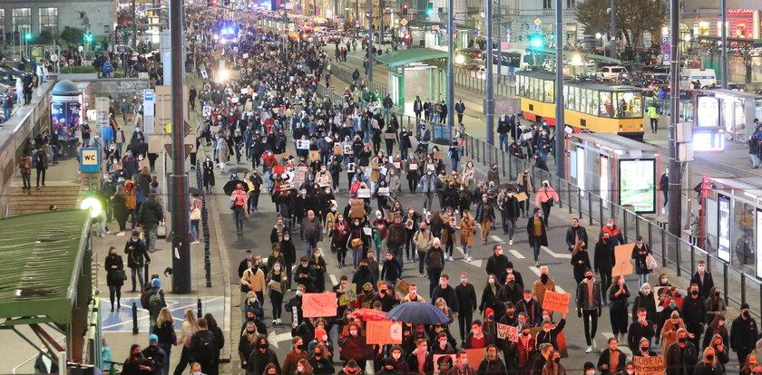 Ile osób bierze udział w Strajku Kobiet. Szef policji się wygadał! No...