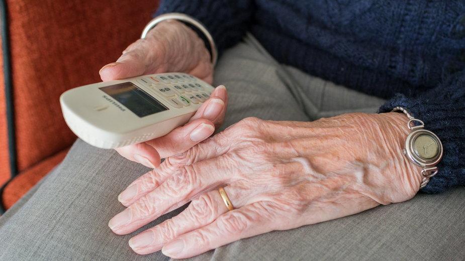 Nowy sposób na wyłudzenie danych od emerytów w Olsztynie. Oszustwo na 14. emeryturę