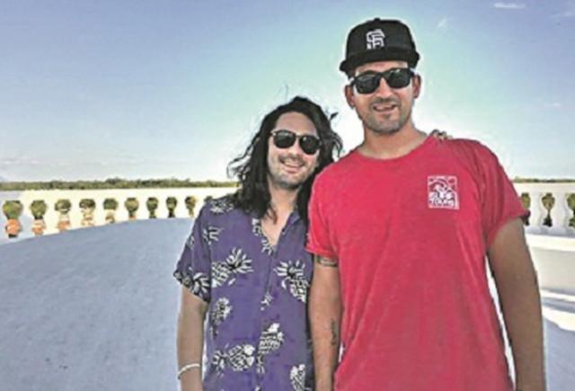 Na plaži u Nikaragvi: Aleksandar Karađorđević i prijatelj Džastin