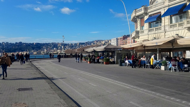 Šetalište u gradu na jgu Italije - domaćinu meča Napoli - Zvezda