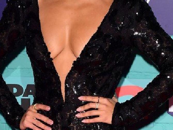 Glumica šokirala: Ne zna se šta je gore- donji ili gornji deo njene odeće?!