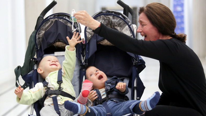 """""""Czy 60-letnia matka bliźniąt otrzyma wsparcie ze strony premier Ewy Kopacz?"""" - pod takim hasłem w Sejmie zorganizowano konferencję..."""