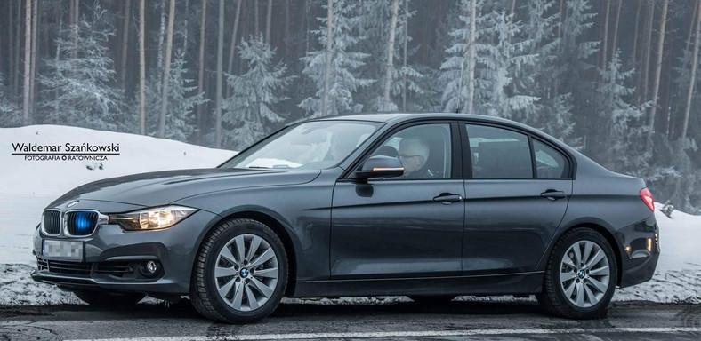 Nieoznakowane BMW 330i jako radiowóz drogówki