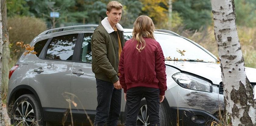 """Dramatyczny wypadek w """"Pierwszej miłości"""". Tomek ukradnie Arturowi kluczyki do samochodu!"""