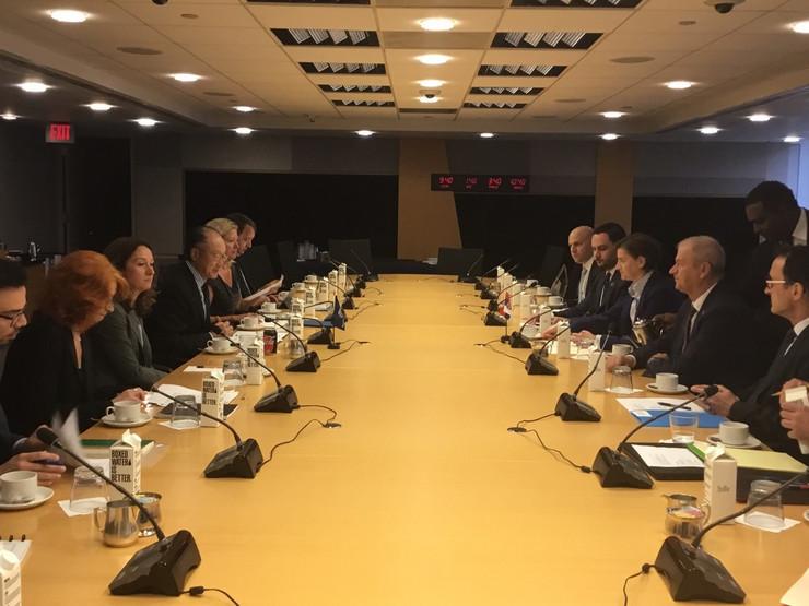 Predsednica Vlade Srbije, Ana Brnabić, u nastavku posete Vašingtonu, razgovarala je sa predsednikom Svetske banke Džim Jong Kimom.jpg2