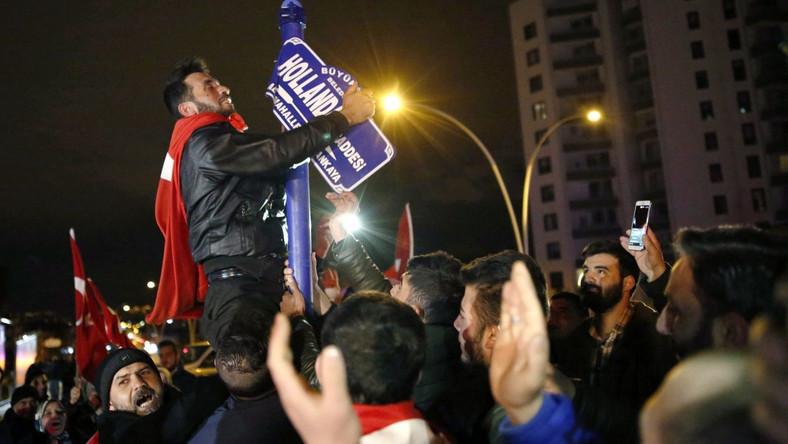 Protest przeciwko Holandii w Ankarze