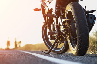 Jakie oznaczenia należy stosować w JPK_V7 przy sprzedaży motocykla? [PORADNIA PODATKOWA]