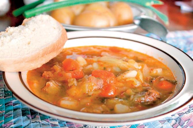 30164_bosanska-kalja-stock-photo-cabbage-soup-with-bread-shutterstock_50115241