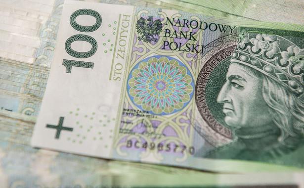 Według szacunkowych danych dochody w tym okresie wyniosły 235 mld zł, czyli 72,2 proc. dochodów założonych w tym roku w budżecie. Z kolei wydatki opiewały na kwotę 230,1 mld zł, czyli 59,8 proc. planu.