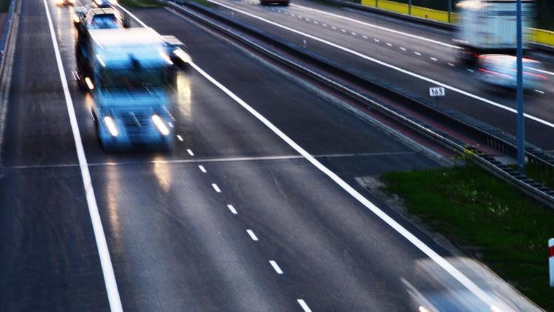 Kierowca wjechał pod prąd na autostradę A2