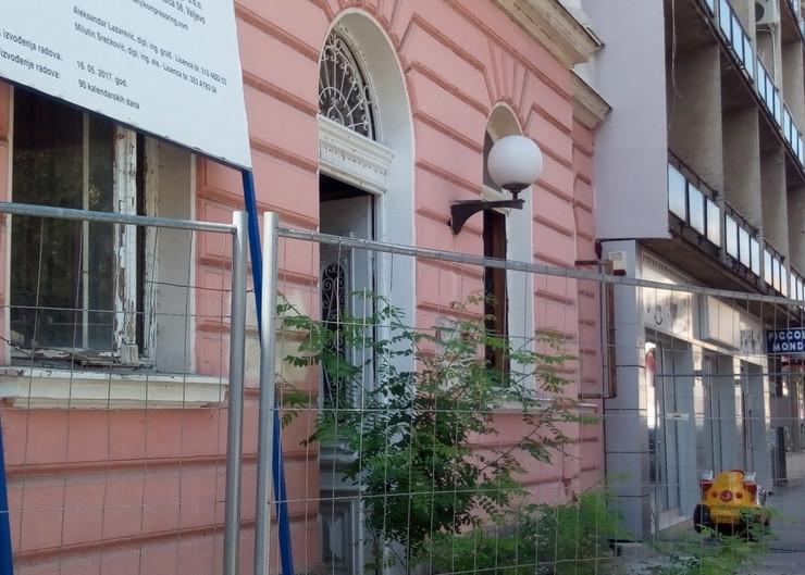 Zgrada Radio Valjeva propada