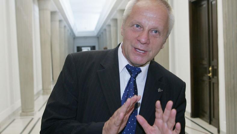 Niesiołowski: Zwrot orderu to przesada