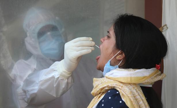 Badanie na koronawirusa, Indie, New Delhi