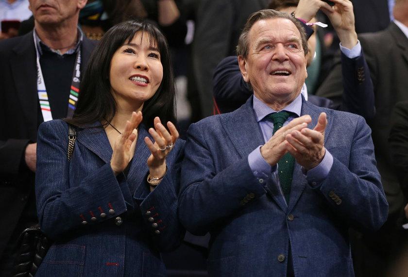 Były kanclerz Niemiec ma kłopoty. Musi zapłacić sporą sumę byłemu mężowi swojej żony