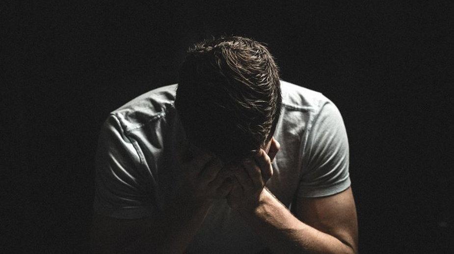 Problemy neurologiczne i psychiczne diagnozowane u jednej trzeciej osób po COVID-19