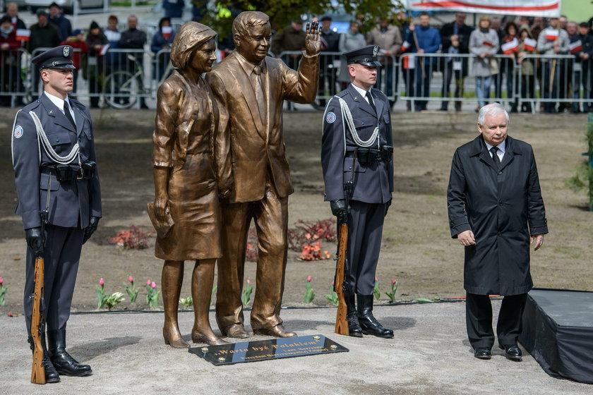 Kaczyński odsłonił kolejny pomnik brata