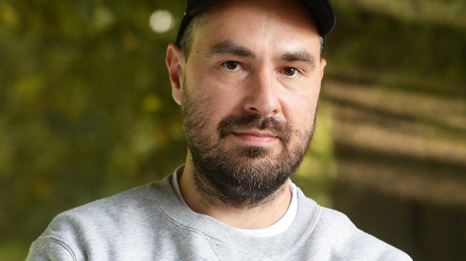 Jakub Żulczyk podczas Pleneru Literackiego w Ogrodzie Saskim (19.09.2020)