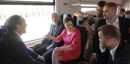 Premier pojechała koleją