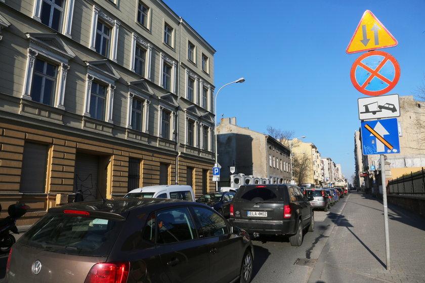 skreślone znaki na ulicy Sienkiewicza
