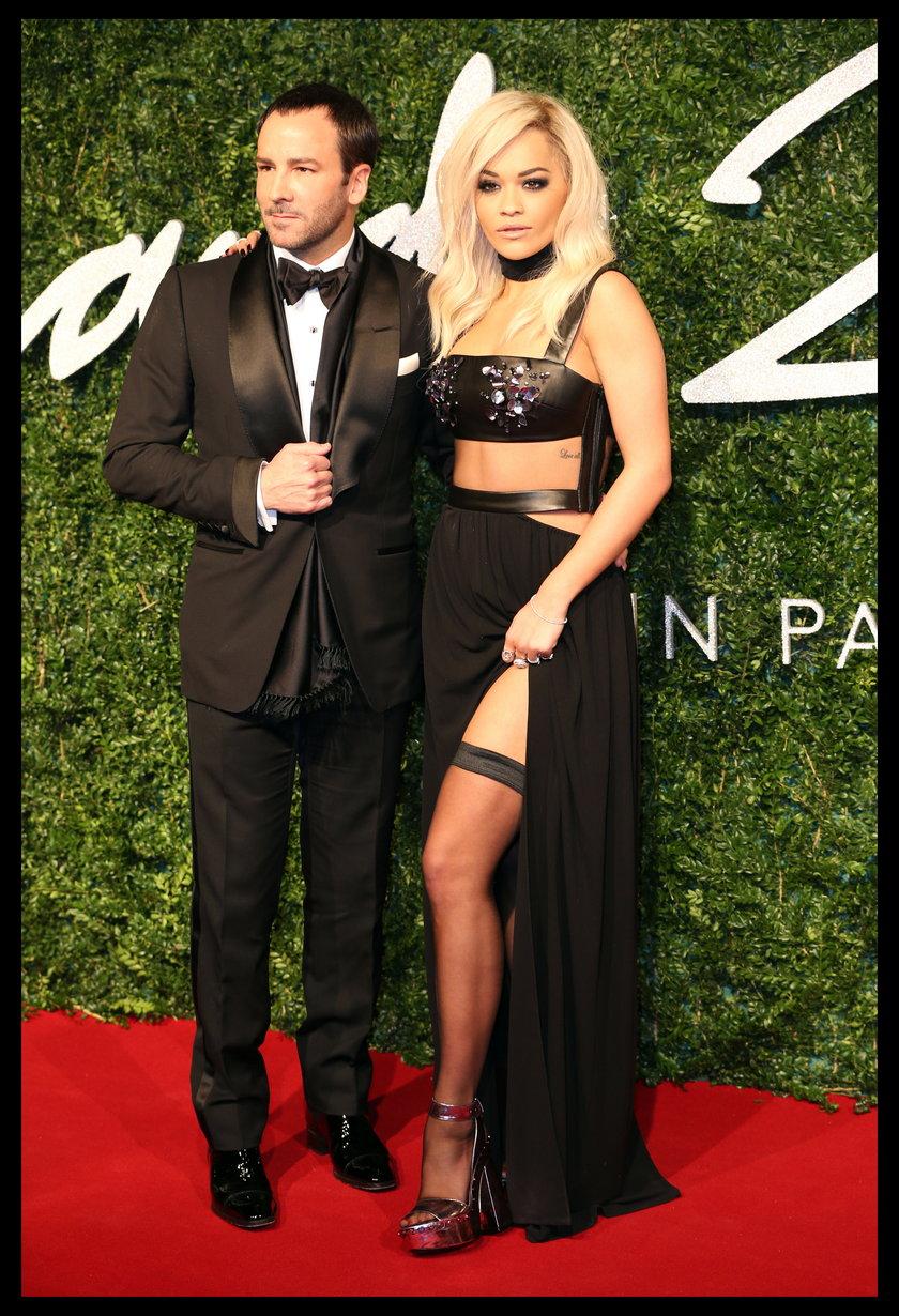 Tom Ford i Rita Ora w kreacji jego projektu