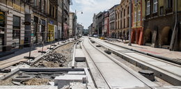 Fuszerka na Krakowskiej. Położyli nowy beton i już go zrywają