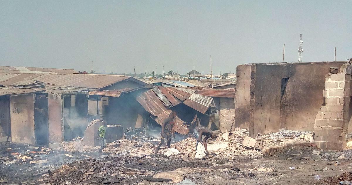 Mystery fire burns part of popular Kara Market on New Year's eve - Pulse Nigeria