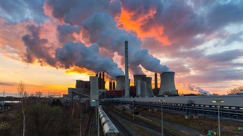 Wzrost praw do CO2 postawił polskie elektrownie pod ścianą. Teraz muszą ograniczać produkcję z węgla. Mniej CO2 emitują już Niemcy.