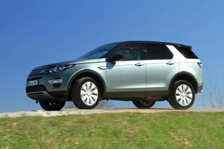 Land Rover Discovery Sport nie boi się terenu