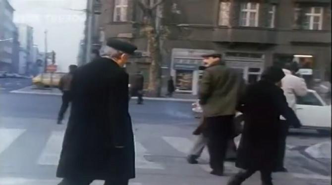 Duško Radović u šetnji Beogradom