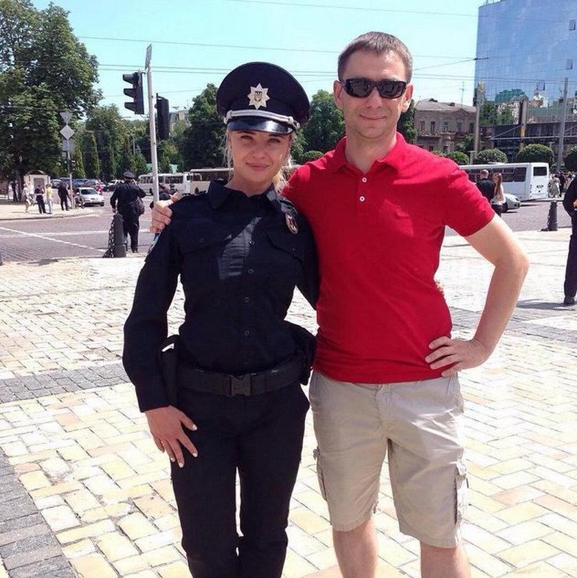 Każdy chce mieć zdjęcia z nowa policją