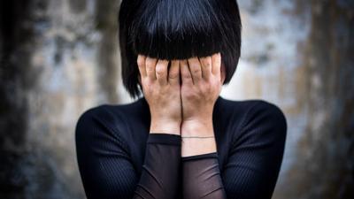 """Pandemia ma dewastujący wpływ na kobiety. Naukowcy włączyli sygnał """"Alarm!"""""""