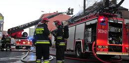 Groźny pożar budynku mieszkalnego. Cztery osoby ranne