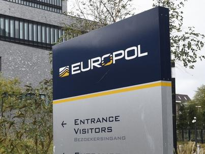 """Szef Europolu podkreślił, że aby poradzić sobie z tym problemem, potrzebna jest ścisła współpraca """"regulatorów rynku i liderów branży"""""""