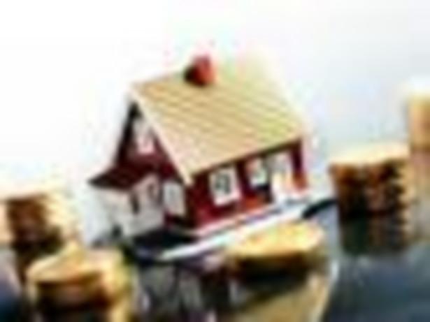 Pieniądze i dom. Fot. Shutterstock