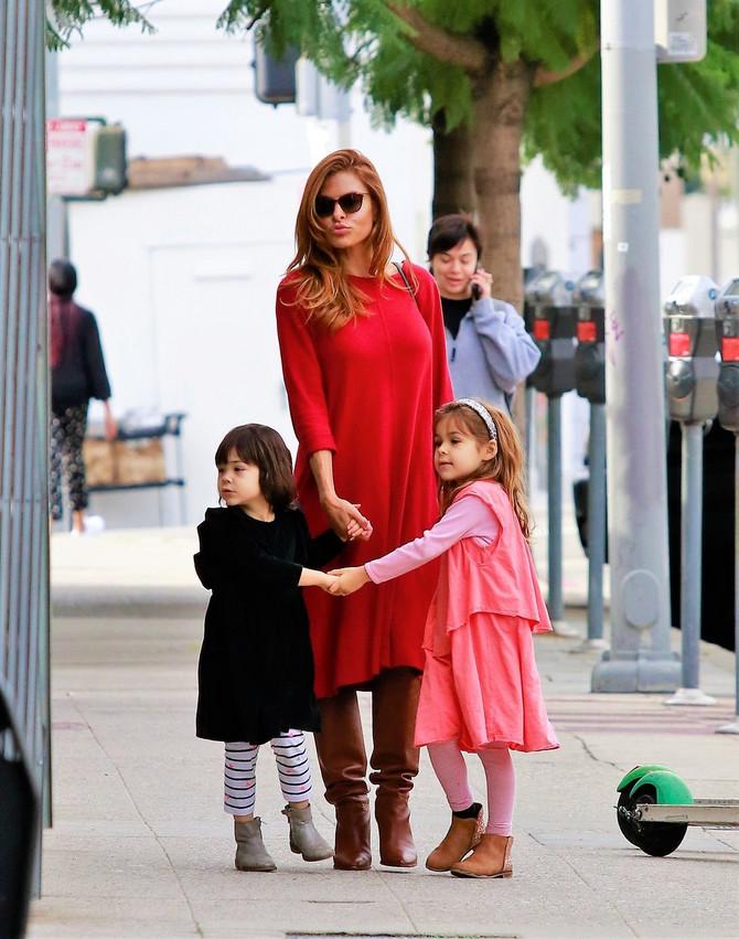 Eva Mendez sa ćerkama
