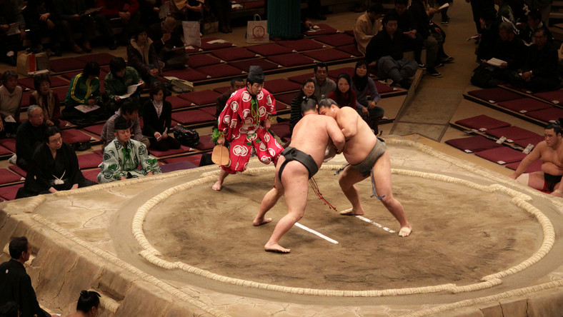 Japońscy zapaśnicy sumo zakażeni koronawirusem