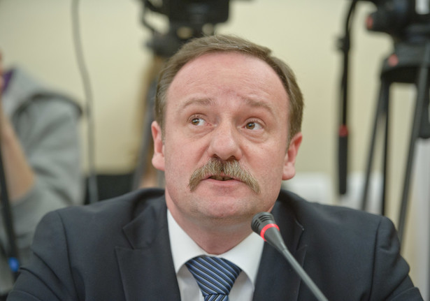 Pszczółkowski oświadczył po południu, że sprawa powinna zostać rozpoznana w pełnym składzie TK, a Trybunał składa się z 15 sędziów