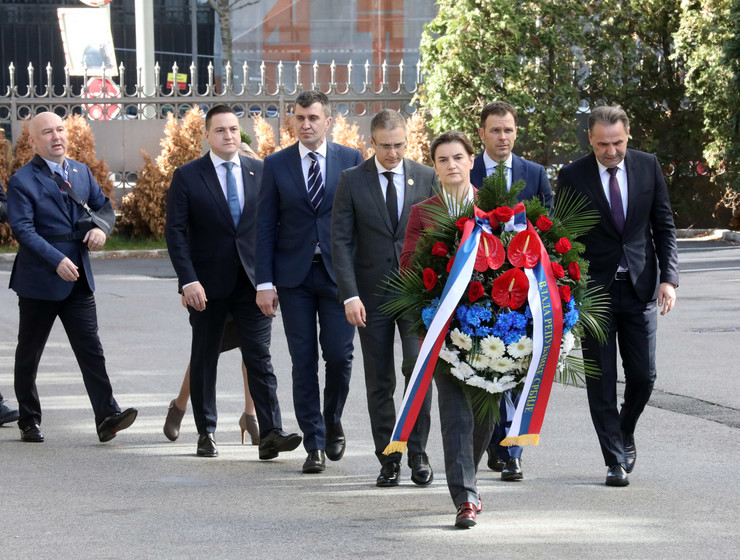 POlaganje venca na mestu ubistva Zorana Đinđića