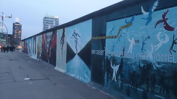 Berlinski zid visok je u pojedinim delovima grada i dalje četiri metra