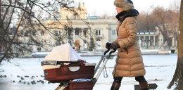 Anna Mucha na spacer z córeczką zabrała... Cz. III