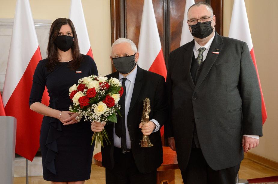 """Nagrodę Klubów """"Gazety Polskiej"""" otrzymał prezes Prawa i Sprawiedliwości Jarosław Kaczyński"""