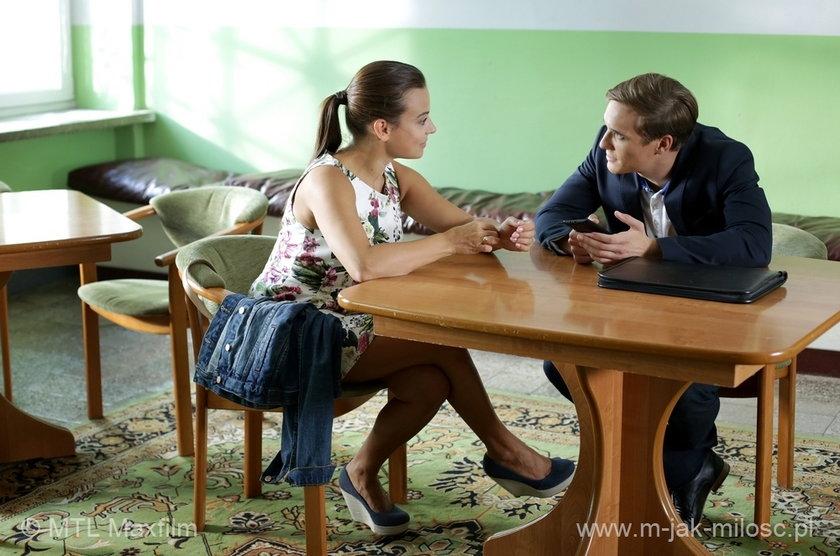 Magda (Anna Mucha) i Olek (Maurycy Popiel) jadą do Łodzi – na rozmowę w Domu Dziecka