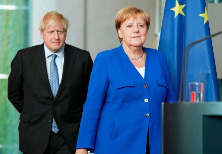 Boris Džonson i Angela Merkel