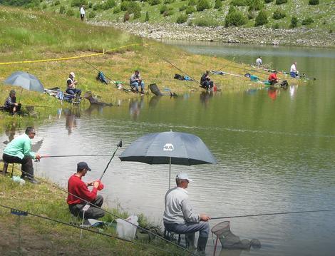 Zlatarsko jezero: Za pecanje u Rezervatu Uvac dozvola je 5.000 dinara