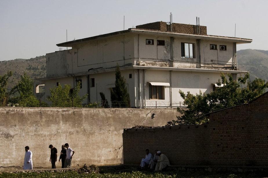Budynek, w którym ukrywał się Osama bin Laden w Abbattobadzie. Zdjęcie wykonane kilka dni po ataku Amerykanów