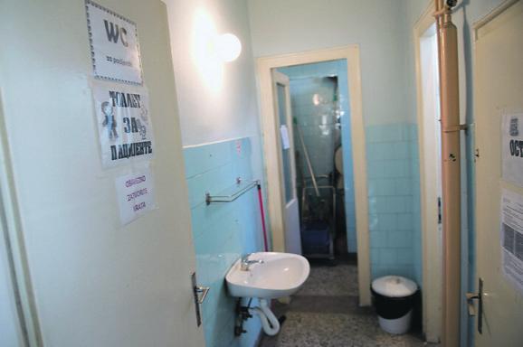 Jedino kupatilo: I majke i deca upućeni na jedan toalet