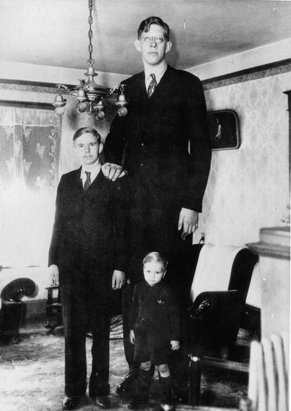 Robert sa braćom