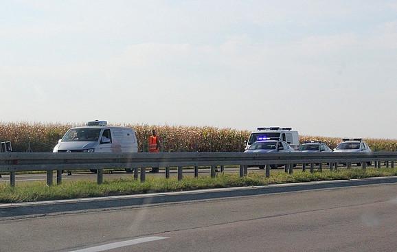 Audi u punoj brzini podleteo pod kamion: Užasna nesreća na auto-putu za Suboticu