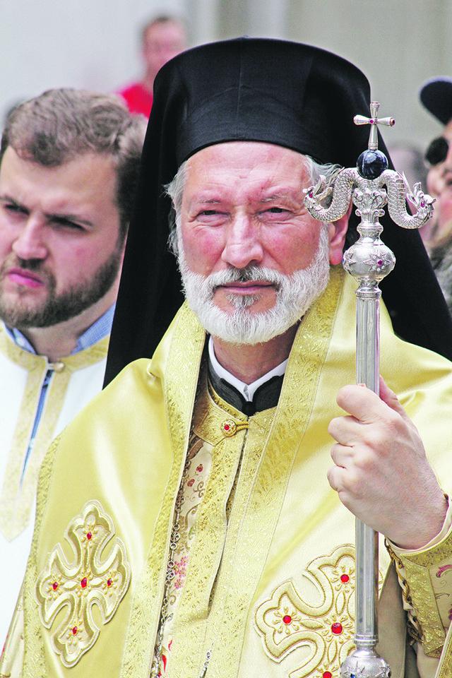 Deo parohijana tvrdi da je novac za obnovu hrama trošen nezakonito, kabinet episkopa Irineja odgovara da to nije tačno i dodaje da je grupa vernika htela da proda srpsku svetinju
