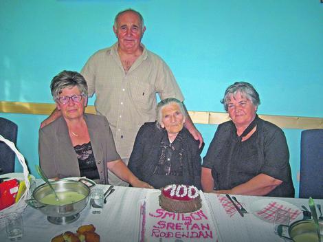 Proslava 100. rođendana uz porodicu, ali i bivše učenike iz škole gde je radila